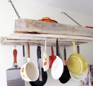 9-pallet-pan-rack-rustic-kitchen-ideas-550x508