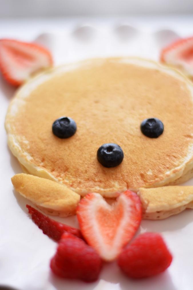 Pancake-Bear-with-fruit