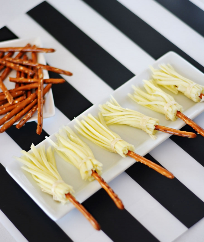 Cheese-&-Pretzel-Broomsticks-for-Healthy-Halloween