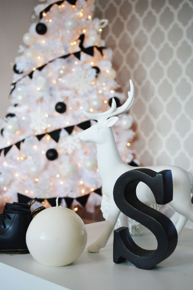 A black white christmas little inspiration - White and black christmas tree ...