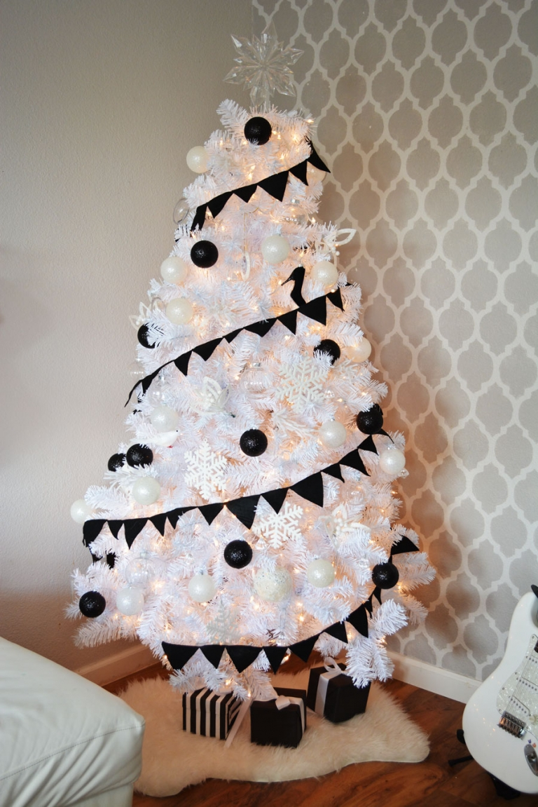 White christmas tree with black decorations - Black White Christmas Tree
