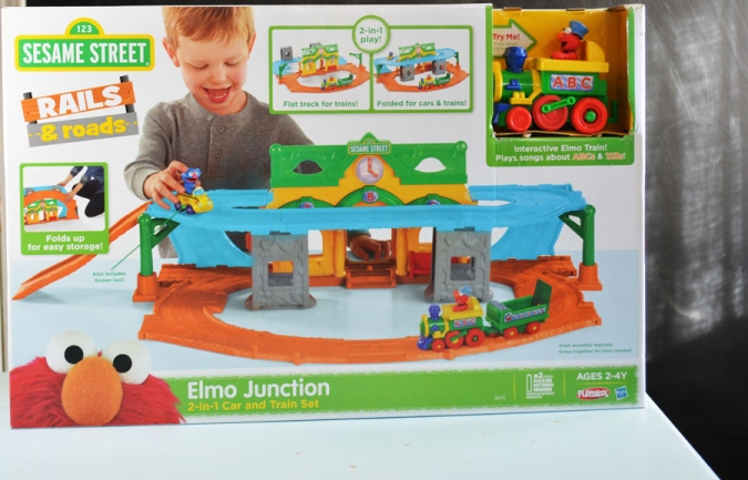Elmo-Junction-Rails-&-Roads-Hasbro-Toy-Review