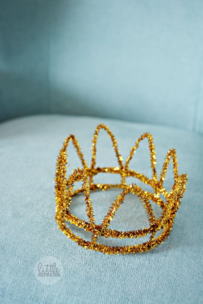 DIY-Pipe-Cleaner-Crown