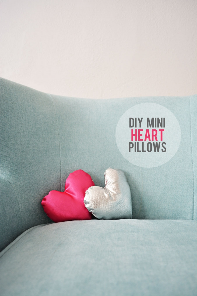 DIY-Mini-heart-pillows