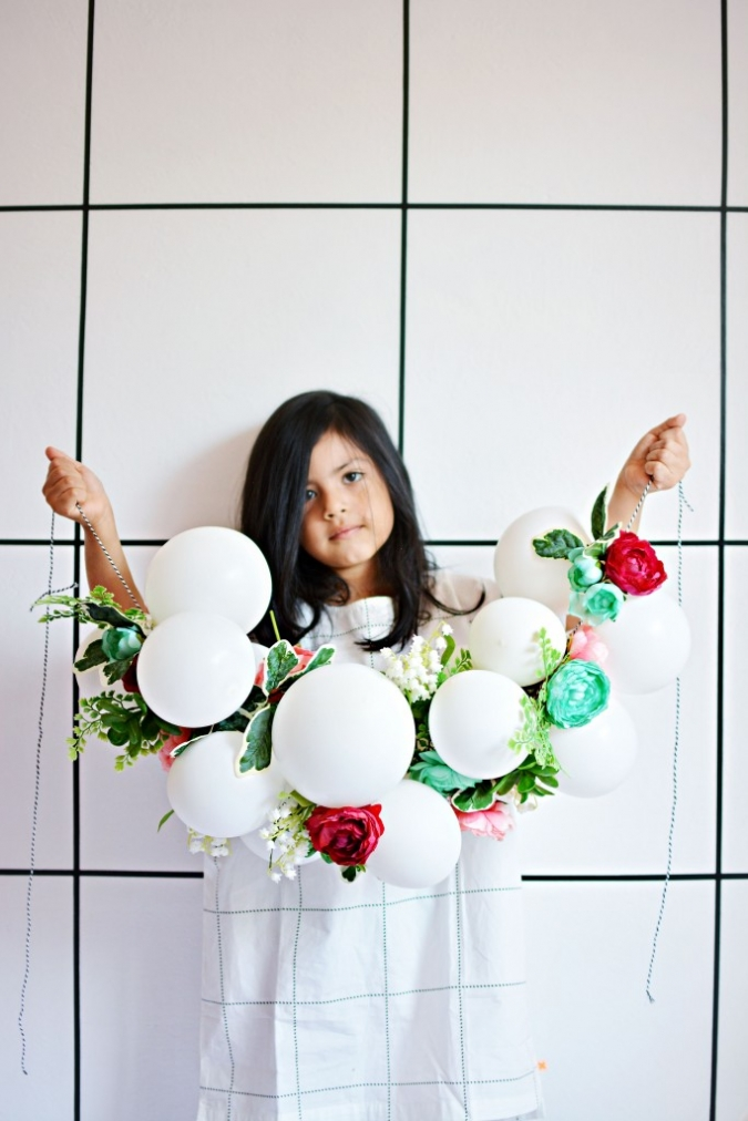 Diy spring balloon flower garland little inspiration